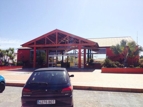 Oasis Village : Front of hotel