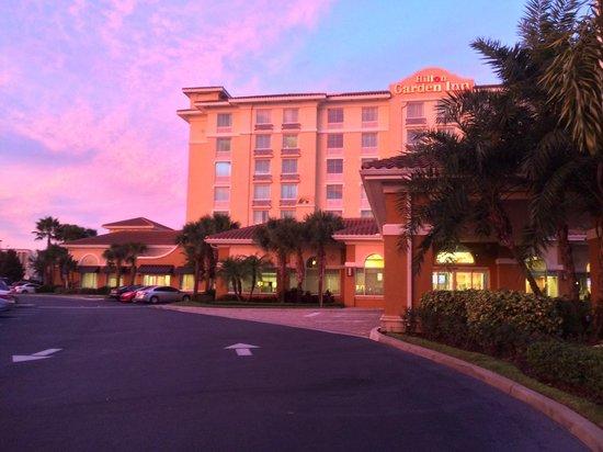 Hilton Garden Inn Lake Buena Vista/Orlando: The front of the hotel