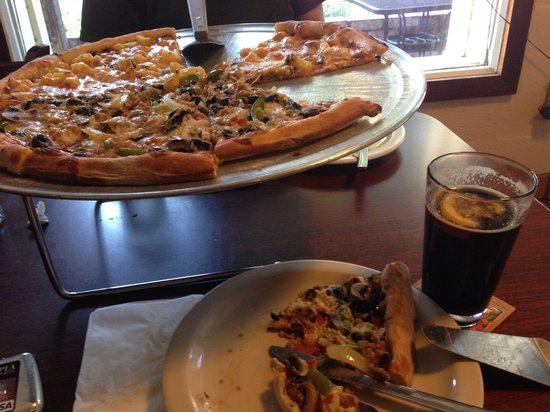 Avenue Cafe : Fabulous Pizza and craft beer!