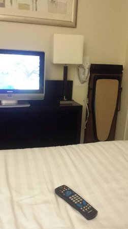 Mercure Manchester Piccadilly Hotel : tv and iron