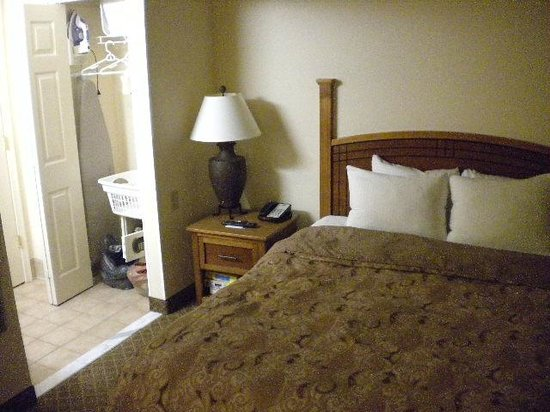Staybridge Suites Chantilly Dulles Airport: Cama queen