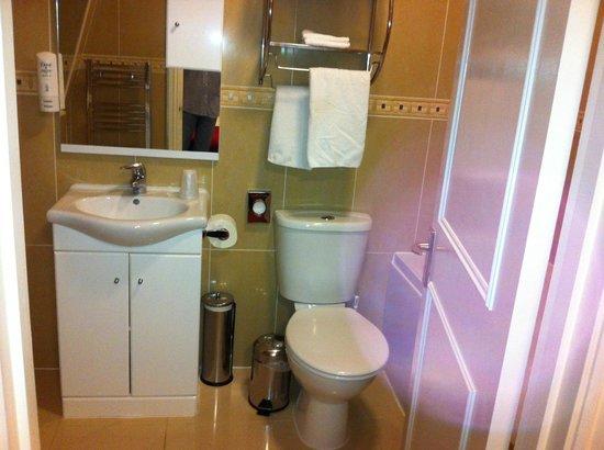 BEST WESTERN Victoria Palace: Banheiro do casal