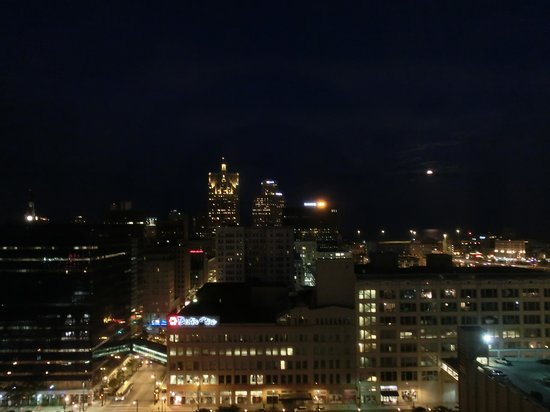 Hilton Milwaukee City Center: looking out at night