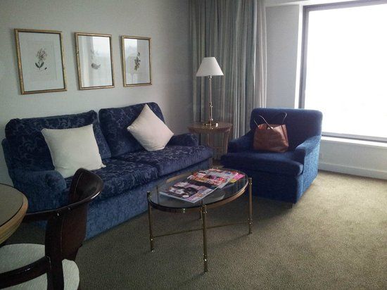 Stamford Plaza Sydney Airport: large suite