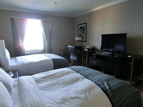 Hilton Milwaukee City Center: comfy room
