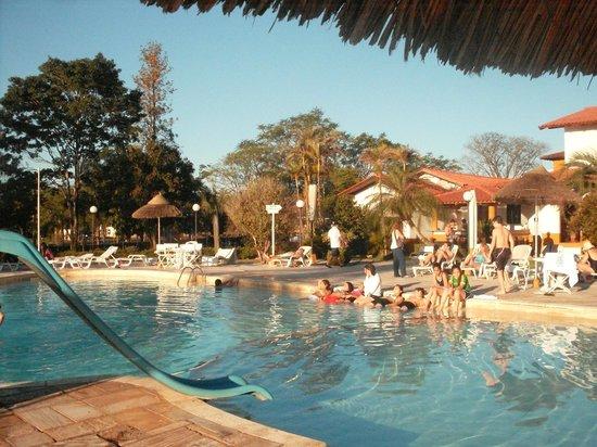 Carima Hotel & Convention : pileta muy linda,lo unico que no pudios disfrutarla mucho porque estaba fresco