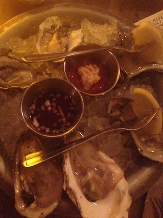 Hank's Oyster Bar : oyster sample