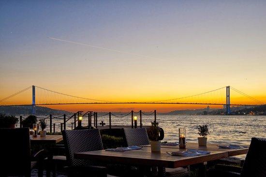 Sumahan on the Water: Euro-asiatische Brücke mit Hotelboot