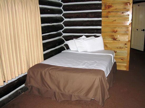 Grand Canyon Lodge - North Rim: Double bed