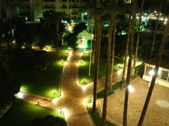 Sol Don Pedro : Gardens at night