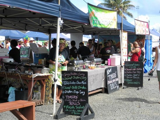 Punanga Nui: Local dishes available