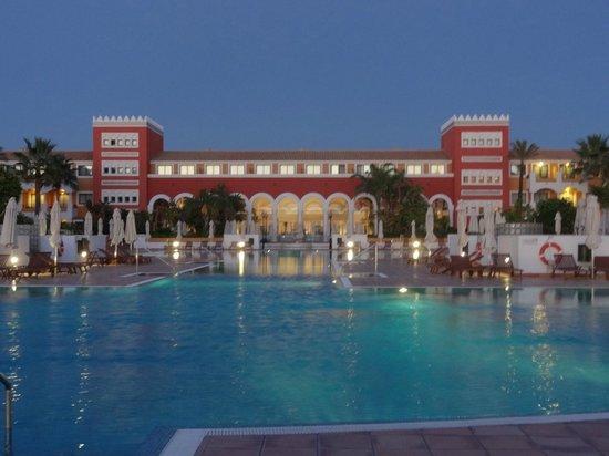 Melia Sancti Petri : Atardecer sobre la preciosa piscina