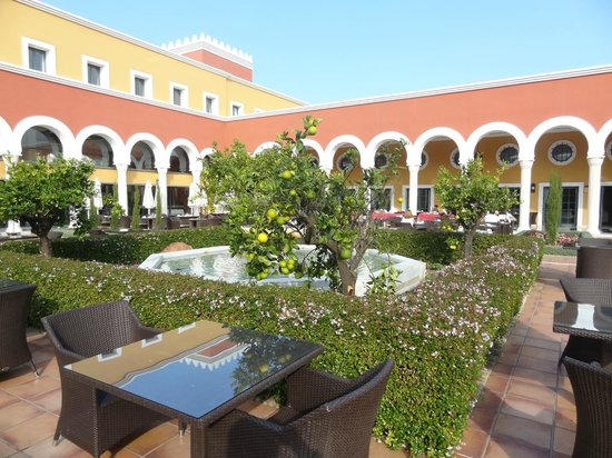 Melia Sancti Petri : Jardines interiores de estilo nuevo-nazari