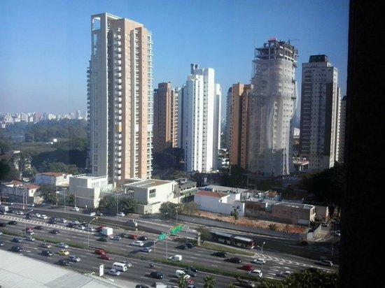 Pullman Sao Paulo Ibirapuera: Vista da Av 23 de maio, bem próxima ao hotel
