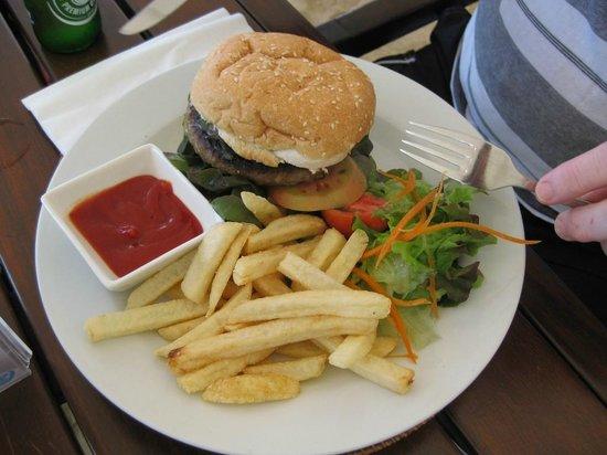 Pacific Resort Rarotonga: Or just have burger and chips
