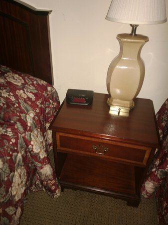 Amelia Inn & Suites: Clock radio not workng