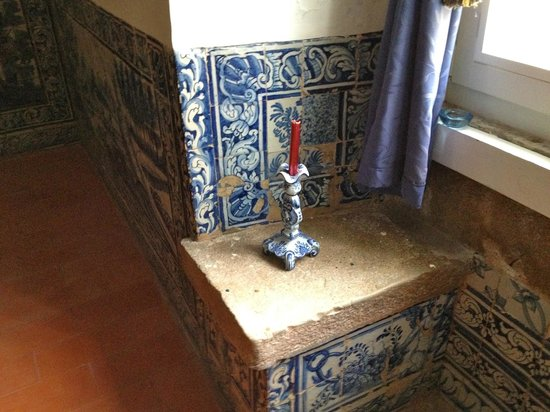 Quinta do Scoto: Tiles in the dining room