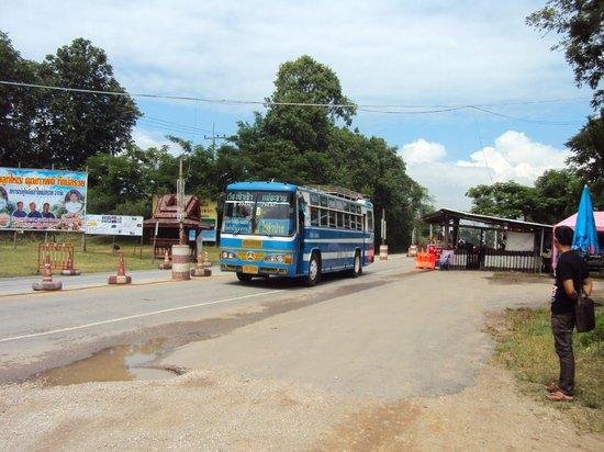 Suanthip Vana Resort: local bus