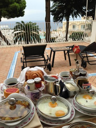 Grand Hotel Quisisana: Breakfast on our balcony