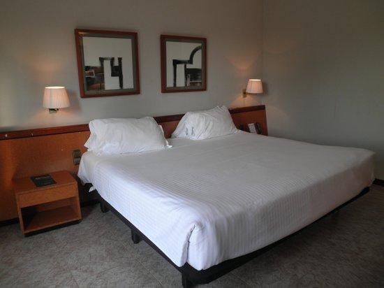 Hotel Ciudad de Castelldefels : La cama