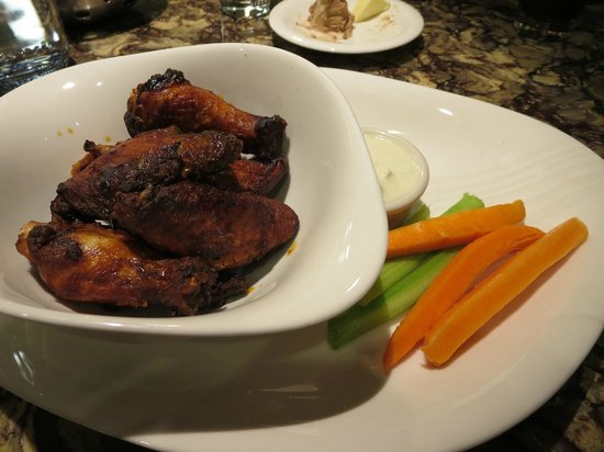 Hershey Lodge: Wings from Hershey Grill