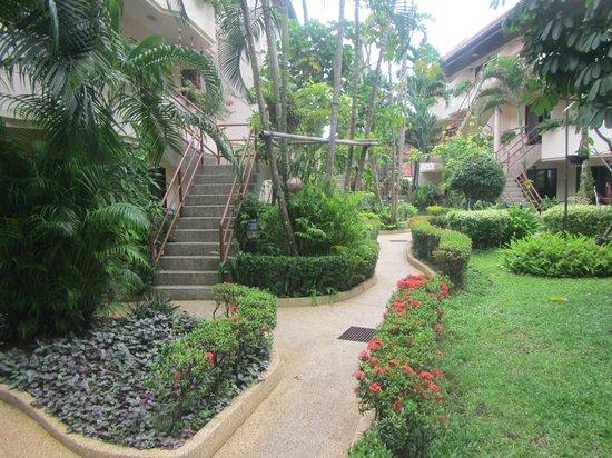 Swiss Palm Beach: Lovely gardens