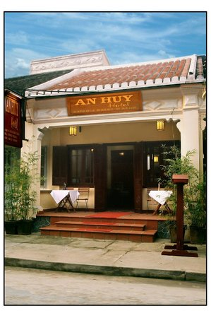 An Huy Hotel: Front of hotel