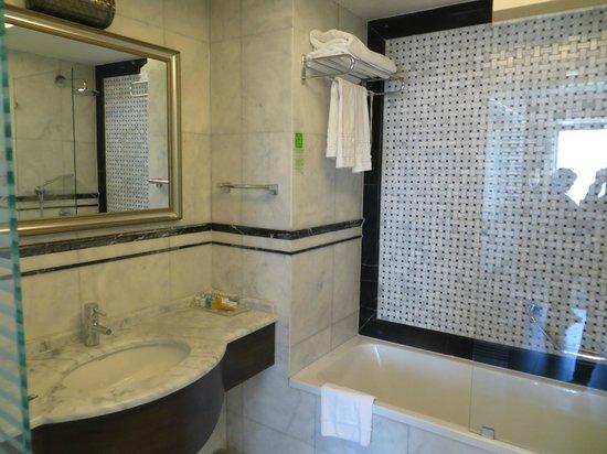 Levni Hotel & Spa : marble bathroom