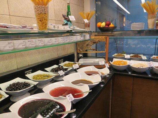 Levni Hotel & Spa: breakfast buffet (note fresh honeycomb)