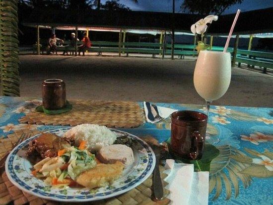 Tanu Beach Fales: Dinner!