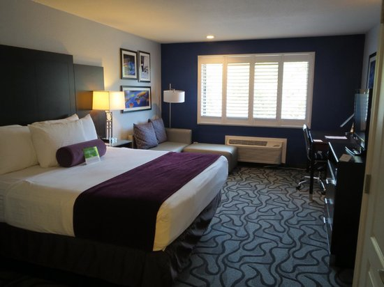 La Quinta Inn & Suites San Jose Airport: Room with King size bed
