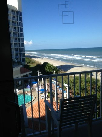 Hilton Melbourne Beach Oceanfront: Ocean view facing the pool area - this is great room!!