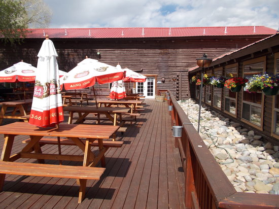Almont Resort Restaurant : Beautiful outside deck