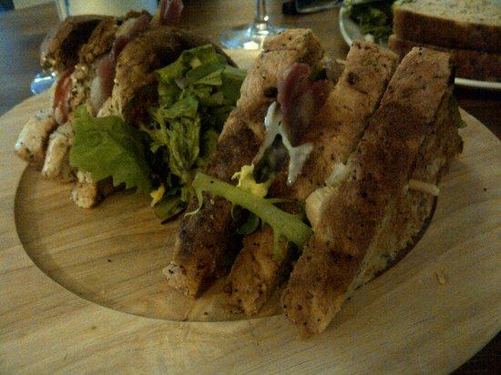 Kings Head Hotel: triple-decker club sandwich