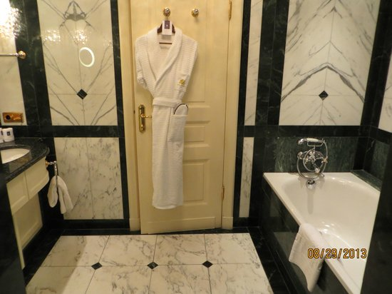 Hotel Imperial Vienna: Bathroom