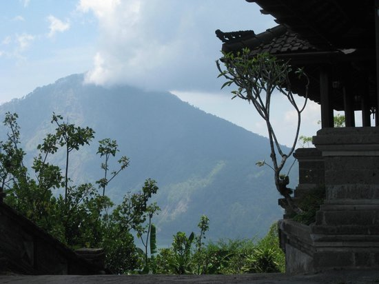Lakeview Hotel: Clouds visiting the Mountain