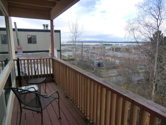 Anchorage Uptown Suites: balcony
