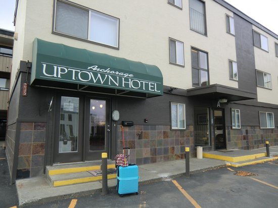 Anchorage Uptown Suites: entrance with my luggage