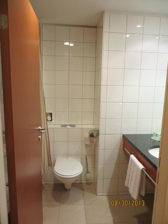 Courtyard Vienna Schoenbrunn: Bathroom