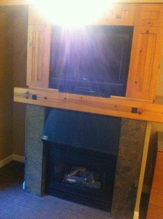 The Westin Resort & Spa, Whistler: Deluxe Studio Suite - Living area, TV, Fireplace