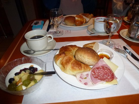 Hotel du Port: 朝食
