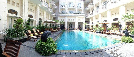 Swimming pool outdoor unheated pool picture of the phoenix hotel yogyakarta mgallery for Jogja plaza hotel swimming pool