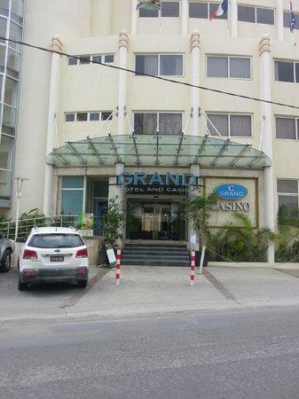 Grand Hotel And Casino: Hotel entrance