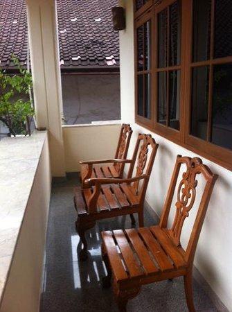 Green Garden Hotel: patio over looking pool