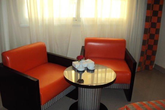 Elysees Hotel: Номер - зона отдыха
