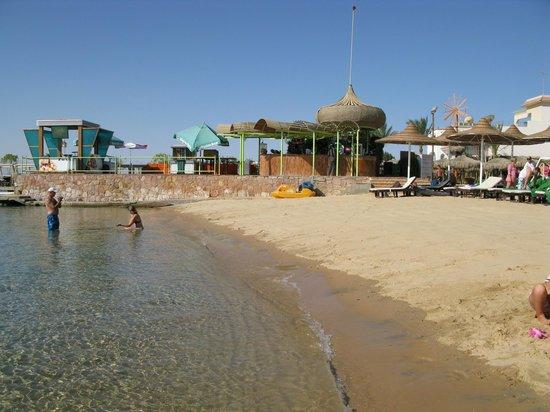 Elysees Hotel: Пляж