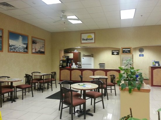 Days Inn & Suites Niagara Falls/Buffalo: Breakfast Area
