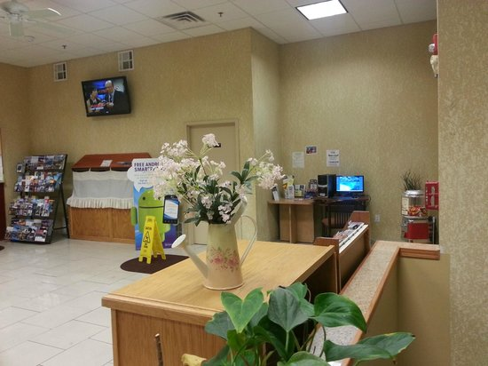 Days Inn & Suites Niagara Falls/Buffalo: Lobby area