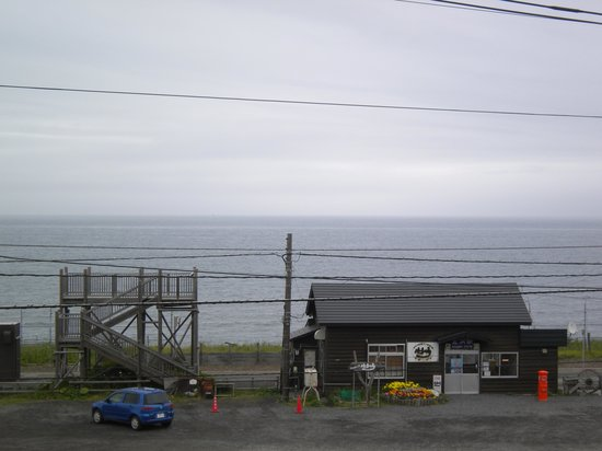 Cape Notoro : 北浜駅とオホーツク海