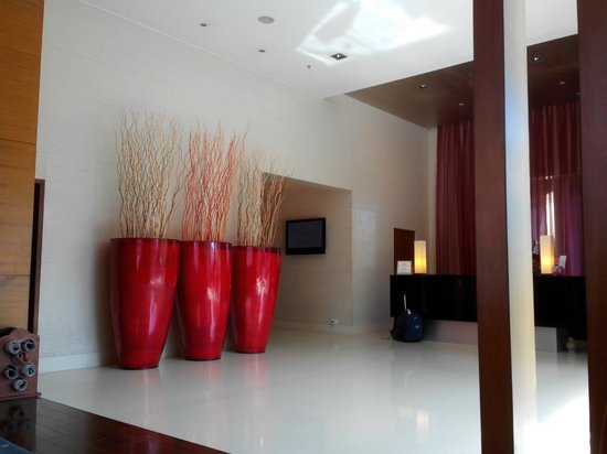 Royal Orchid Central Pune: Lobby